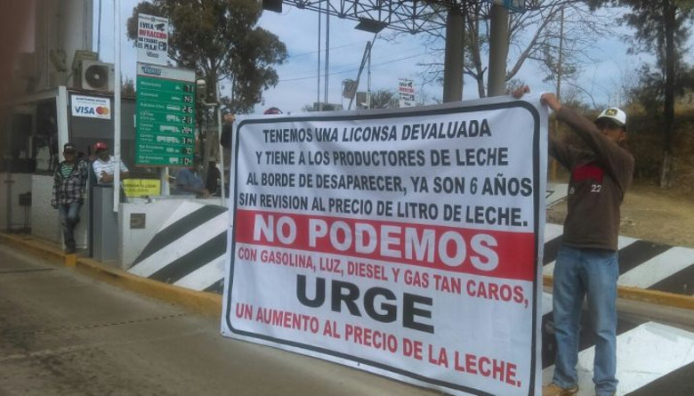 Ganaderos mexicanos piden más dinero por la compra de su leche